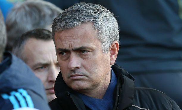 José Mourinhon Chelsea porskuttaa tasurista huolimatta tukevasti liigakärjessä.