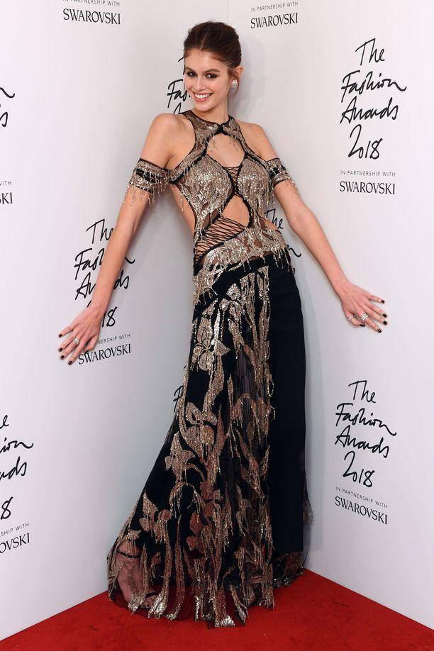 Kaia Gerber palkittiin tilaisuudessa Model of The Year -palkinnolla.