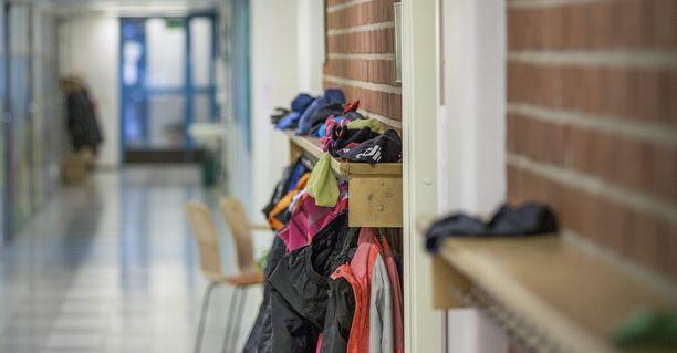 """Suomen kouluissa on virallisesti """"nollatoleranssi"""" koulukiusaamiseen. Tästä huolimatta peruskouluissa kiusataan toistuvasti jopa yhtä lasta kymmenestä (arkistokuva.)"""