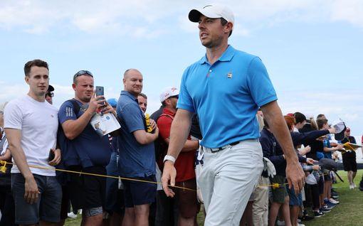 Näkökulma: Erikoinen tilanne - Tiger Woods ei olekaan nyt seuratuin pelaaja golf-kilpailussa, johon hän osallistuu