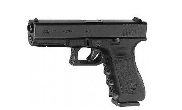 18-vuotias Ali David Sonbolyn ampui Glock 17 -pistoolilla yhdeksän ihmistä kuoliaaksi Münchenin ostoskeskuksessa Olympiassa. Arkistokuva.