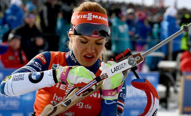 Gabriela Koukalovalla oli suuria ongelmia aseensa kanssa MM-takaa-ajon ensimmäisessä makuuammunnassa.