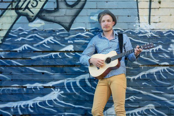Ilpo Kaikkonen tekee musiikkia, pyörittää omaa äänialan firmaa ja on välillä toimittajankin töissäkin.