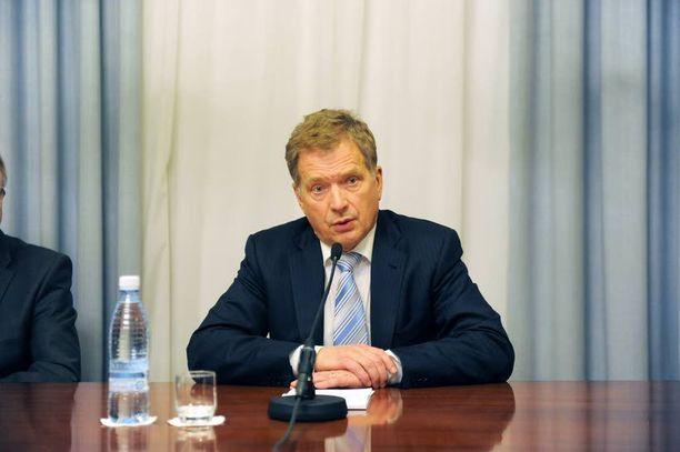 Presidentti Sauli Niinistö laajentaa parlamentaarisen vastuun katetta ja pohtii puolustuksen ongelmia.