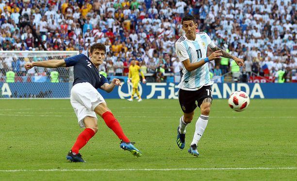 Benjamin Pavard tykitti Ranskan 2-2-tasoituksen tähän tyyliin.