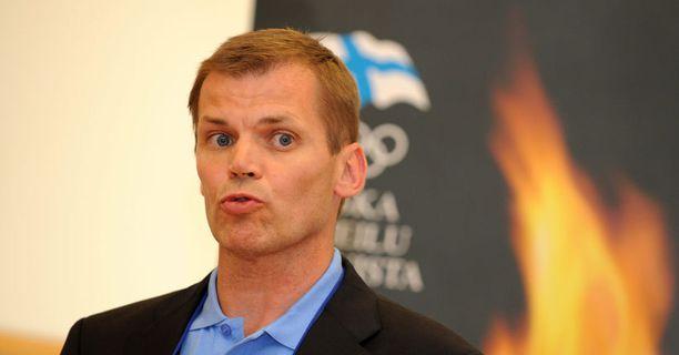 KRITISOITU Olympiakomitean valmennuksen johtajan Kari Niemi-Nikkolan toimet eivät miellytä Pekka Koskelaa, Aki Parviaista ja Pirjo Murasta.