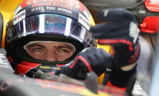 Max Verstappen teki rahakkaan jatkosopimuksen Red Bullin kanssa.