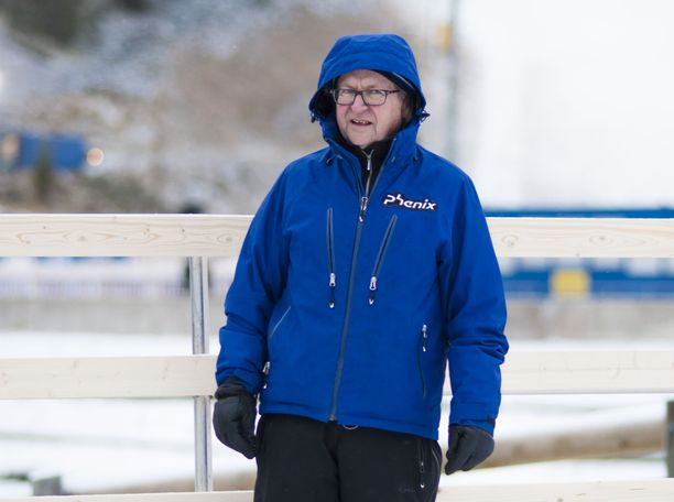 Pekka Vähäsöyrinki valmentaa Kerttu Niskasta. Kuva Rukan maailmancupista marraskuulta.