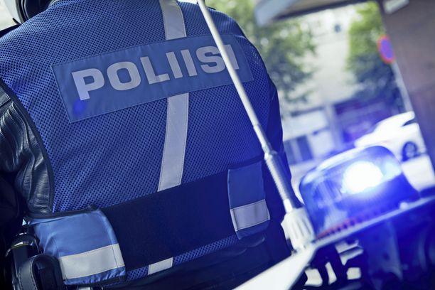 Poliisina esiintyminen on rikoslain mukaan rangaistava teko.
