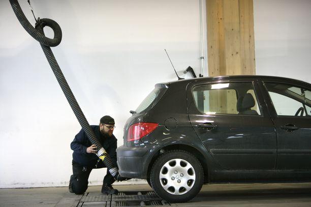 Autojen päästöt ovat leikkaantuneet huimaa vauhtia, kun autokanta on uusiutunut.