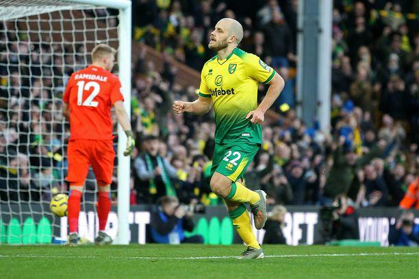 Teemu Pukki tykitti voimalla kauden ensimmäisen Norwich-rankkarinsa verkkoon.
