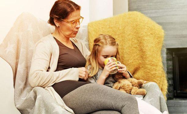 Stellan lastenhoitajat ovat lapsesi tukena myös sairaspäivinä. Kysy työnantajaltasi, onko teillä jo työsuhde-etuna sairaan lapsen kotihoito.