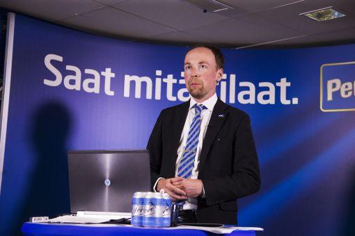 Perussuomalaisten puheenjohtaja Jussi Halla-aho olisi ehdollisesti valmis hyväksymään kielteisen turvapaikkapäätöksen saaneiden lapsiperheiden jäämisen toistaiseksi Suomeen.