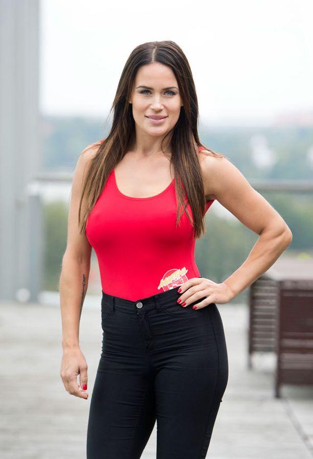 Martina toimii ohjelmassa tyttöjen opastajana.