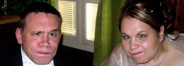 Nina ja Tatu Koivusen hääkuvassa on pyritty yhtenäiseen ilmeeseen.