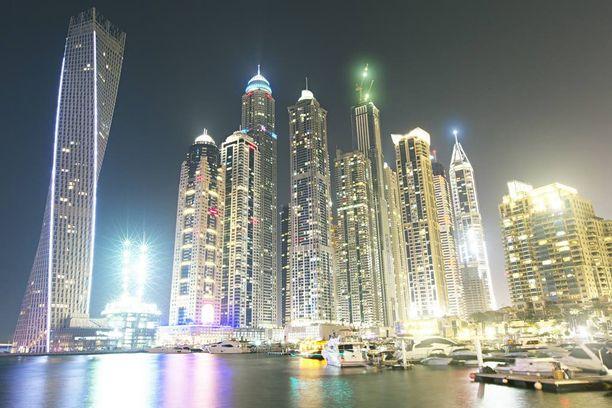 Poliisin mukaan naisen lähettämät rahat menivät Dubaihin. Kuvituskuva.