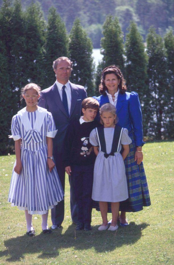 Perhepotretti vuodelta 1990.