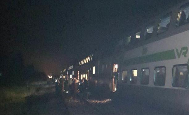 IC 29 juna oli pysähtyneenä useita tunteja ennen kuin uusi veturi saatiin kiinni.