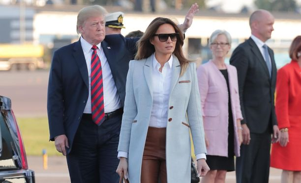 Melania Trump kulki miehensä edellä Helsinki-Vantaan lentokentällä.
