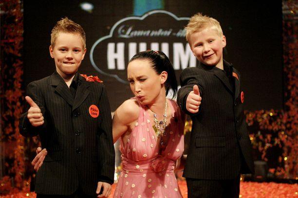 Matias Hangasmaa (Pikku-Lore), Niina Backman sekä Aleksis Sankari (Pikku-Jaska) viihdyttivät suomalaisia supersuositussa Huuma-ohjelmassa. Kuva keväältä 2005.