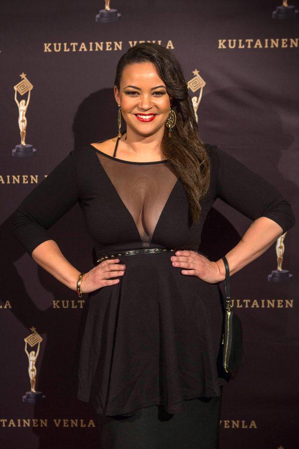 Lola Odusoga ihmettelee Miss Suomen saamia rasistisia kommentteja.