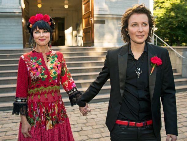 Katariina ja Eliya siirtyivät kirkolta Rolls Roycella hääjuhlaan, joka järjestettiin ravintola Sipulin talvipuutarhassa.