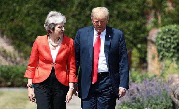 Presidentti Trump tapasi Theresa Mayn ennen Helsingin huipputapaamista Vladimir Putinin kanssa.