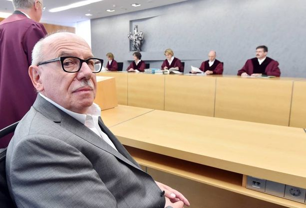 Kirjan kirjoittanut Heribert Schwan oli oikeudessa Kohlia vastaan myös viime vuonna.