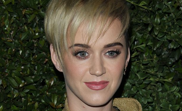 Katy Perry viihtyy nykyisin lyhyemmässä hiusmallissa.