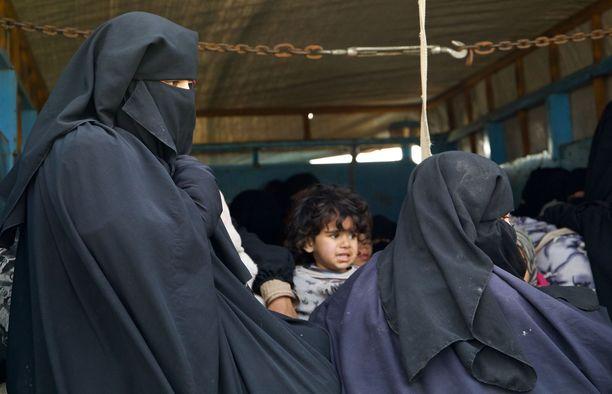 Al-Holissa olisi sekä paluuhaluisia että heitä, jotka haluavat jäädä. Kuvituskuvan henkilöt eivät liity juttuun.