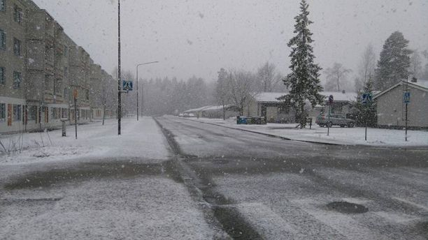 Tampereella tuprutti tiistaina lunta.