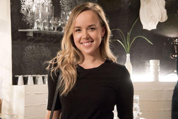Sara Parikka tunnetaan parhaiten televisiosarjasta Salatut elämät. Parikka näytteli sarjassa Peppi Puolakkaa.