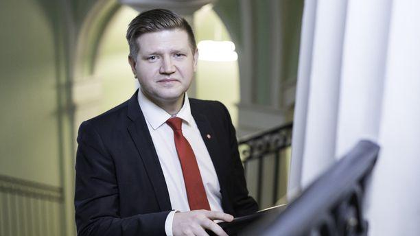 Pääministerin valtiosihteeri Mikko Koskinen jää perhevapaalle.