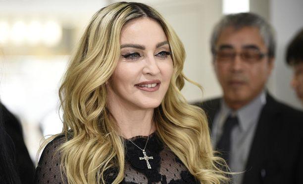 Madonna nähdään usein julkisuudessa edustavana ja säteilevän nuorekkaana.