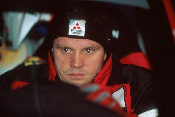 Kuka korvasi Seppo Harjanteen Tommi Mäkisen kartanlukijana vuonna 1998?