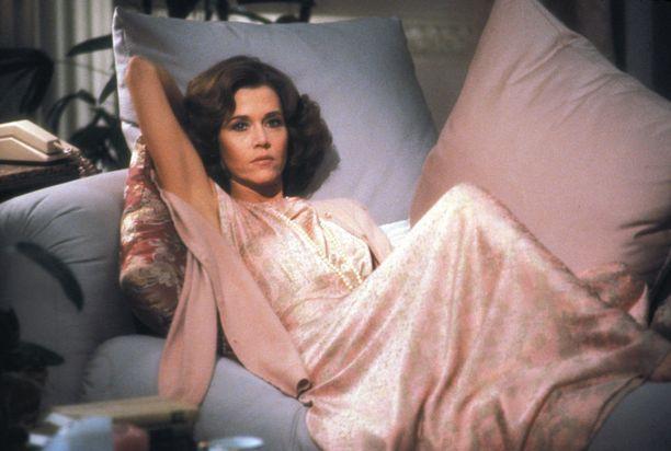 Fonda näytteli vuonna 1981 julkaistussa Suhteita (Rollover).