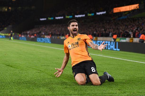 Wolvesin Rúben Neves tykitti unelmalaukauksellaan pelin tasoihin.