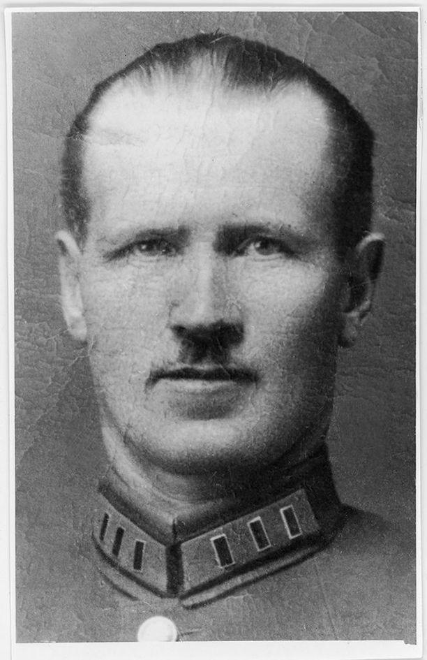 Karjalan sotilaskomissaarin ura alkoi Talvipalatsin valtauksesta ja Pietarin suomalaisesta punakaartista. Heikkonen kidutettiin kuoliaaksi 6.11.1938 Leningradin tutkintavankilassa ilman, että hän olisi tunnustanut kuulustelijoilleen mitään esitetyistä syytteistä.