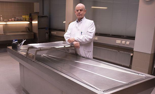 Tom Böhling työskentelee patologian professorina Helsingin yliopistossa.