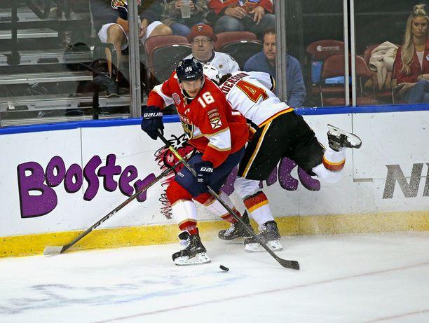 Aleksander Barkov oli ilmiliekeissä Canadiensia vastaan.