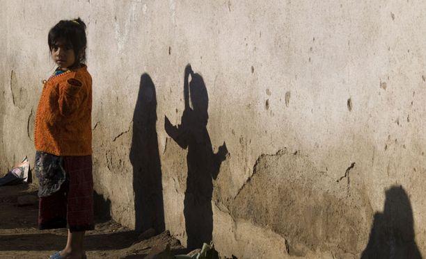 Vuosittain satojatuhansia kehitysmaiden lapsia kuolee oksennustautiin ja ripuliin.