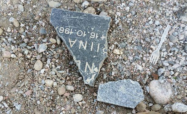Hautakiven palasia löytyi rakennettavalta omakotialueelta Lahden kaupungin itäreunalta.
