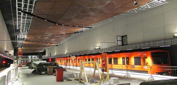 Länsimetron piti aloittaa liikennöinti 15. elokuuta. Kuvassa Aalto-yliopiston asema Otaniemessä.