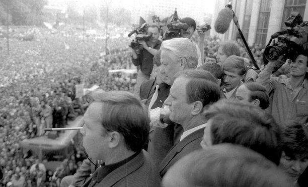Neuvostoliiton hajoaminen sai ministeriön pelkäämään palautevyöryä.