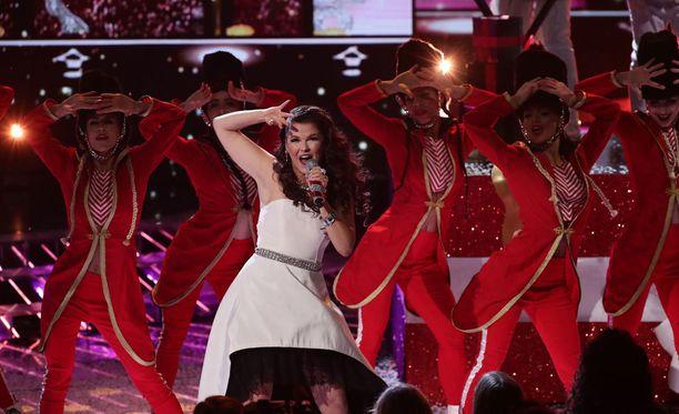 Saara Aalto kamppaileen Ison-Britannian X Factorin voitosta.