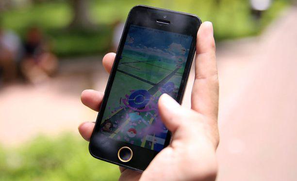 Possunaamareihin pukeutunut pari ampui Pokemon Go -pelaajia laserilla kasvoihin Ruotsissa.