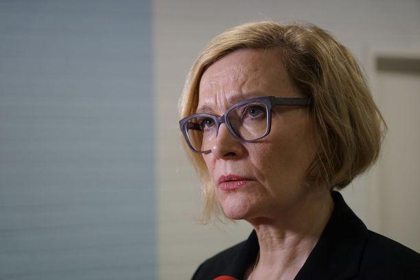 Sisäministeri Paula Risikko (kok) myöntää, että ongelma yllätti hallituksen jossain määrin.