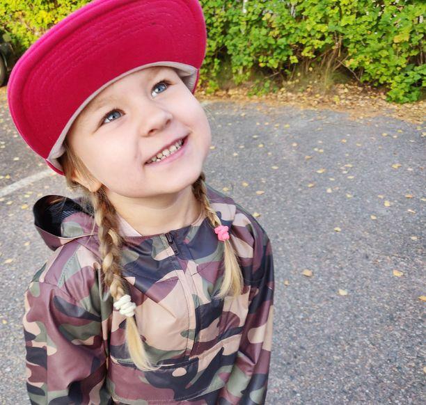 Alexsandra, 5, on taas oma iloinen itsensä.