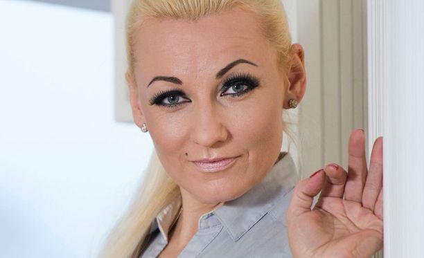 Marika Fingerroosia ei kiinnostanut Martina Aitolehden tosi-tv-ohjelma.