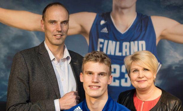 Lauri Markkasen vanhemmat Pekka ja Riikka ovat kumpikin olleet huippukoripalloilijoita